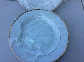 Round clear glass bowl with lid