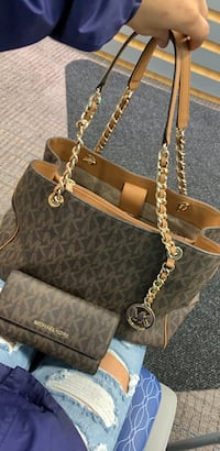 Micheal Kors Handbag & Wallet Grand Rapids