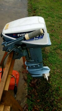 Evinrude 9.9 boat motor with fuel tank