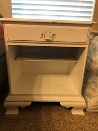 White bedside table Bedford, 76021