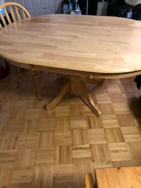 Kitchen table with 4 chairs Ottawa, K1Z 8H3