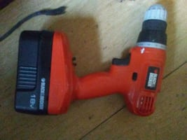 BLACK N DECKER 18 VOLT LI-ion CORDLESS DRILL WITH 2 BATTERIES