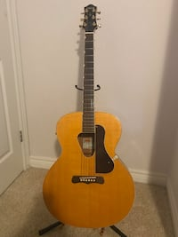 Like new Gretsch historic series acoustic/electric guitar