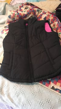 black zip-up bubble vest 420 mi