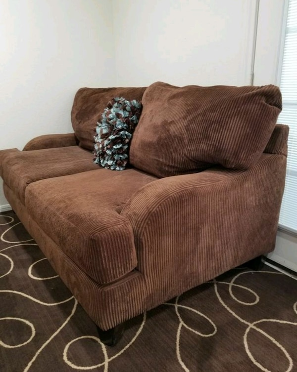 Couch Brown Rc Willey Comfortable Free Delivery