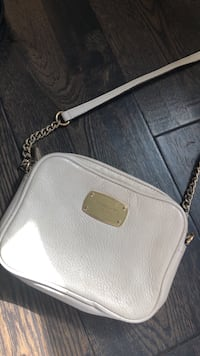 Michael kors side purse/bag Mississauga, L5G 3X9