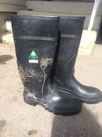 Size 9 steel toe rubber boots