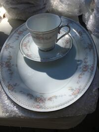 Noritake-15 dinner plates, 13 cups/saucers, platters, over75 pieces. No chips! Packaged ready to go! Ruskin, 33570