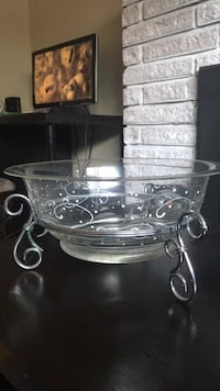 clear glass bowl with lid Delta, V4C 2X8