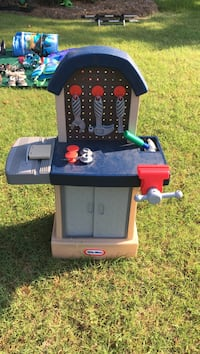 Toy tool bench. Hartselle, 35640