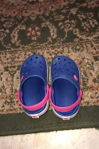 Toddler crock style size 7