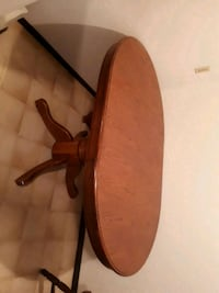 oval brown wooden table Duncan, V9L 4Y4
