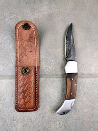 Feathered damascus knife