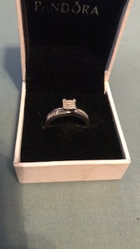 Size 7 white gold and diamond ring Dalton, 30720