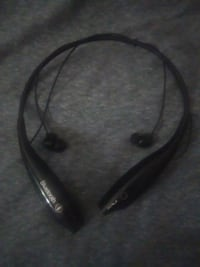 Black on black wireless earbuds Indianapolis, 46201