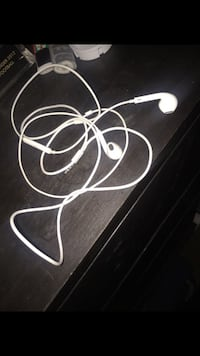Apple headphones  Burtonsville, 20866