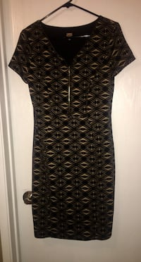 """Brand new / never worn tags on-""""Lori Michaels Collection """" size Medium stunning gold zipper down neckline, classy knee length with cap sleeve Edmonton, T5A"""