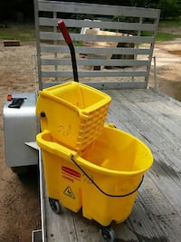 Comercial mop bucket and ringer 461 mi