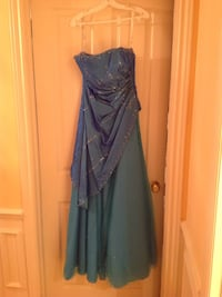 962aeb17dd2 Used Blue sky dress prom size 8 for sale in Montréal - letgo