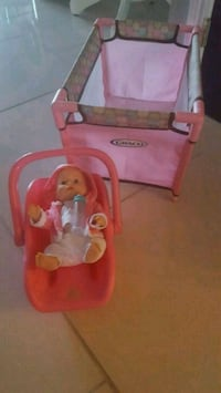 GRACO baby's pink  car seat carrier/play pen  Lincoln, L0R 1B2