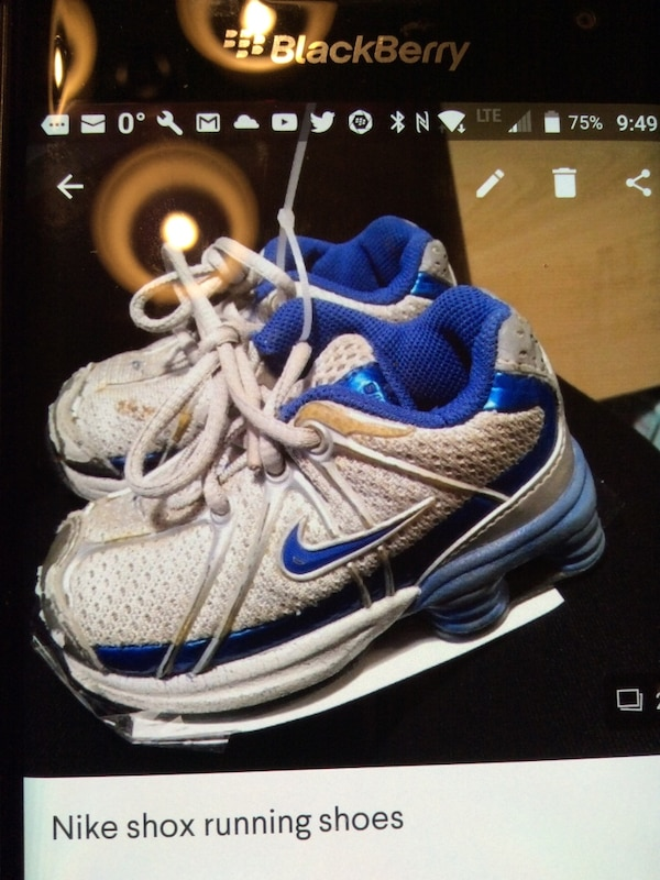 huge discount 76620 8bf80 Brukt toddler s pair of white-and-blue,Nike Shox shoes screenshot til salgs  i Kitchener - letgo