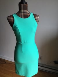 Brand new mint and black open back sexy dress in small Montréal, H1M 2E1