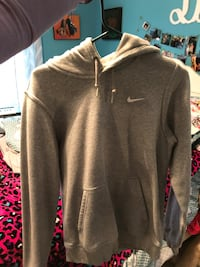 gray nike dry fit jacket. worn a few times, practically new. women's small Charleston, 29407
