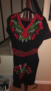 Mexican Floral Embroidered dress with belt Rohnert Park, 94928