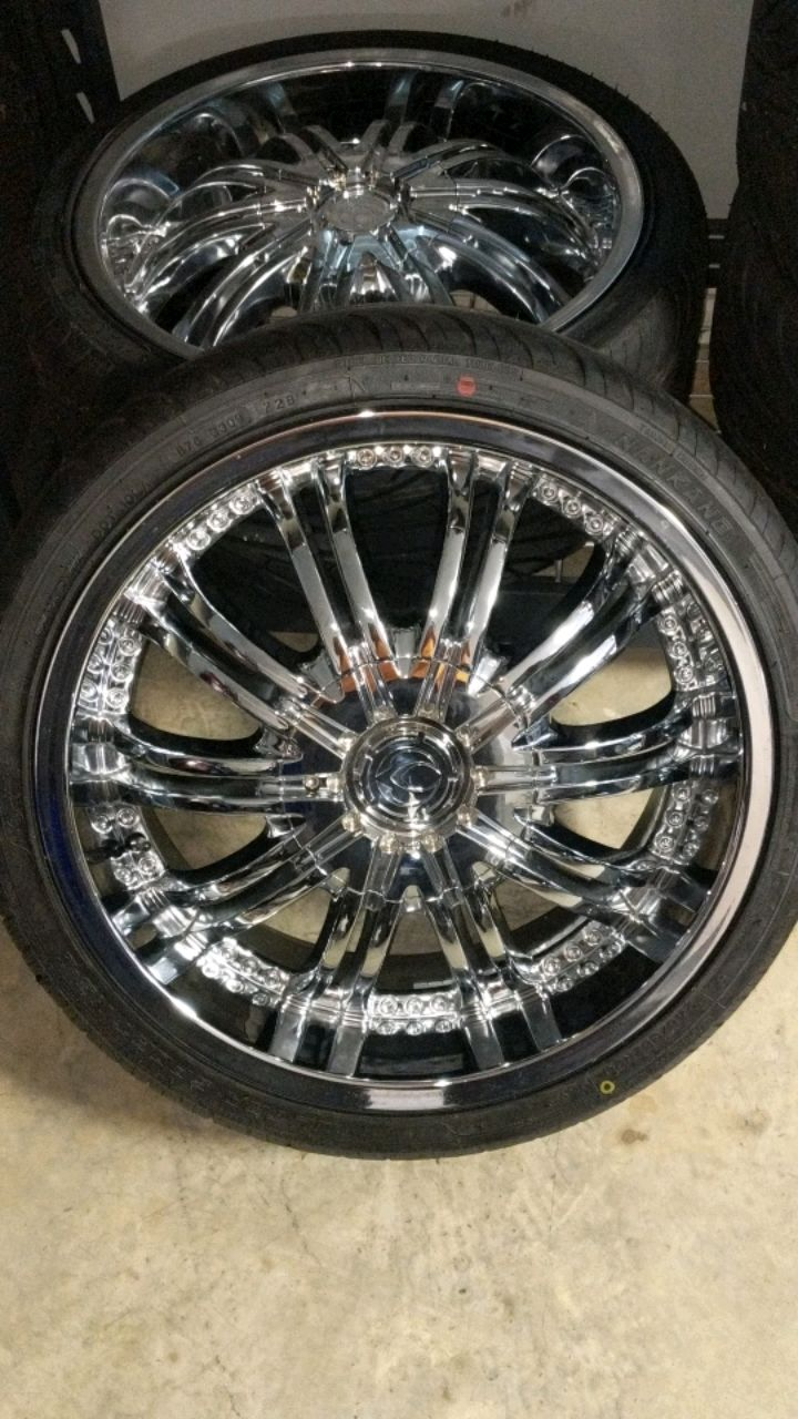 Photo Brand new 20 inch rims 20x8.5 with brand new tire