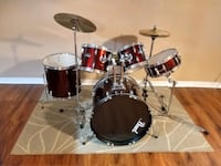 Pearl full drum set in excellent condition