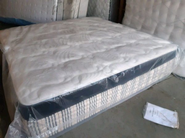 New luxury king mattress . New boxes 160. Deliv 1