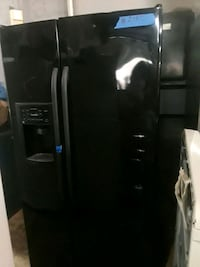 Side by side refrigerator excellent condition  75 km