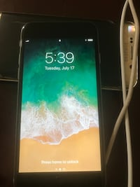 iPhone S .. unlocked no damage Marietta, 30064