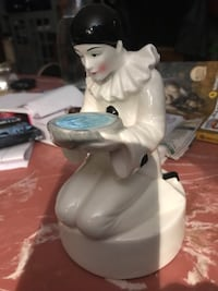 Vintage. Porcelain figure (Reflects } Abbotsford, V2S