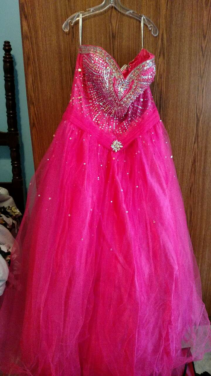 Used Henries cloud 9 prom dress for sale
