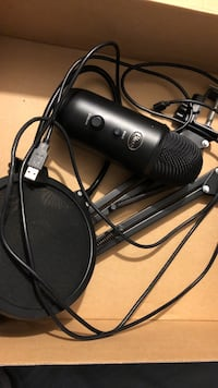Blue yeti blackout edition with mic arm and pop filter Valatie, 12184