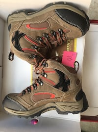 Boys size 1 hiking boot/sneakers