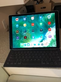 Apple ipad pro 12.9' 256gb space grey - $1,550 (negotiable)