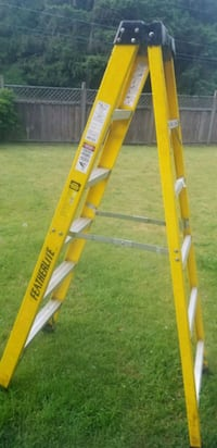 6 ft yellow featherlite step ladder Parksville, V9P 1L1