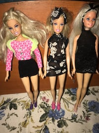 tre bambole Barbie