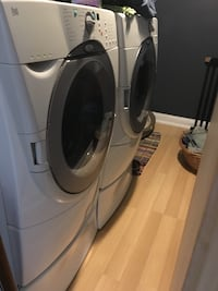 Side by side whirlpool washer and dryer with drawers. Streamwood, 60107