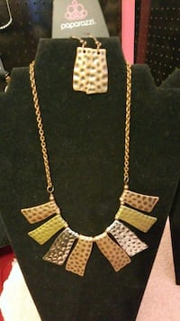 gold-colored necklace with earrings Jonesboro, 30238