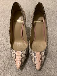 Woman's shoes size 6 Coquitlam, V3J 0B6