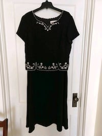 Black dress with embroidered detail Martinsburg, 25401