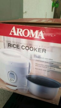 white and blue Rival Crock-Pot slow cooker box Norfolk, 23513
