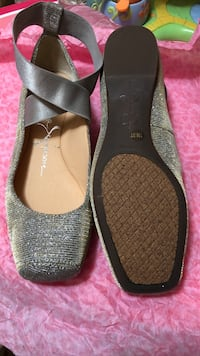 pair of black leather flats Freeport, 11520