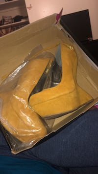 pair of brown suede round toe wedge shoes with box Washington, 20024