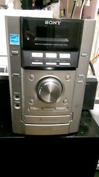 For sale sony stereo system with 5 sony speakers.