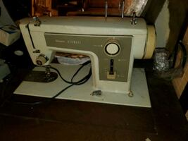 1975 Sears Kenmore Sewing machine - Works!