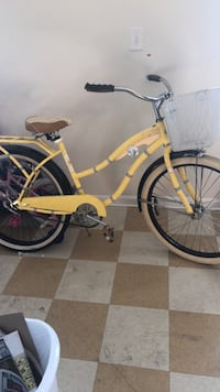 yellow and white cruiser bicycle Dover, 19904